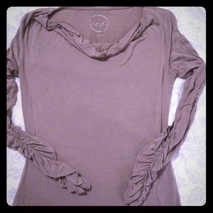 Inc shirt with cinched long sleeves
